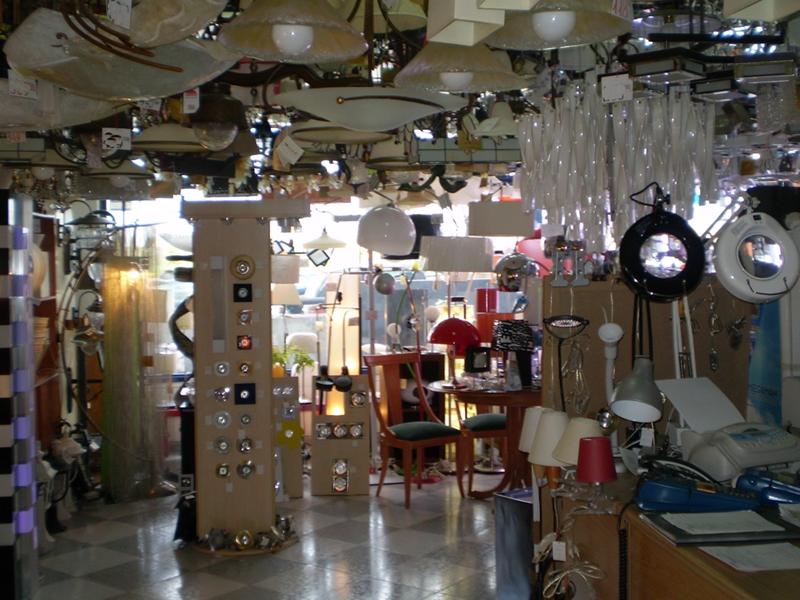 Lamparas en madrid lamparas g se encuentra en avda pirineos 7 s s de los reyes madrid - Lamparas de diseno madrid ...